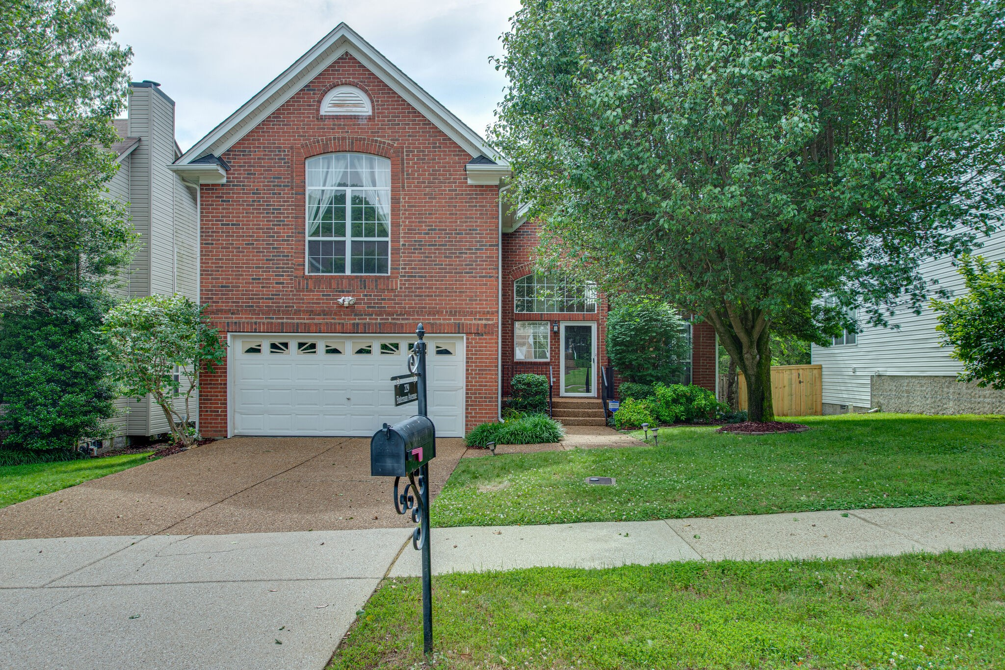 Wonderful home in the heart of Cool Springs. Amazing location with easy access to I-65. 3 bedrooms (owner's suite on first floor), 2.5 baths. Hardwoods in living areas. Huge bonus room with fireplace. Granite and new appliances in kitchen. Large new deck.