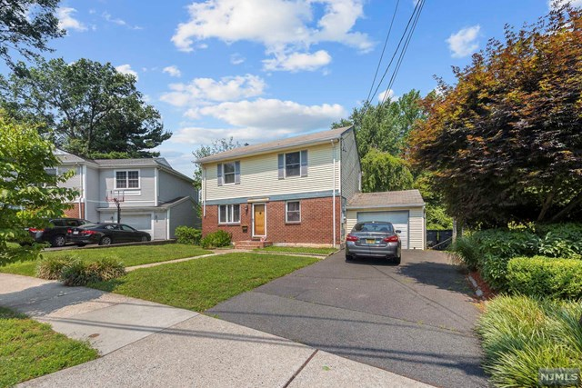 The VIRTUAL TOUR link for this listing contains an enormous amount of relevant information including floor plans, and a complete interactive 3D model of the home. SPACIOUS COLONIAL WITH DECK OVERLOOKING LARGE YARD ON A QUIET STREET.  FULL FINISHED BASEMENT. ONE CAR ATTACHED GARAGE. CLOSE TO TRANSPORTATION.