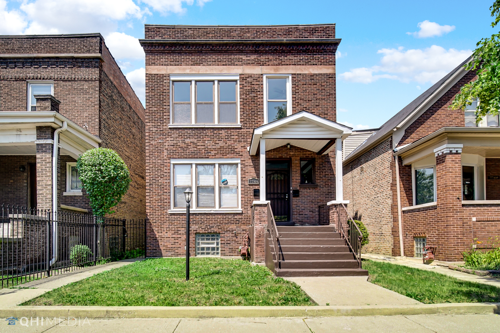 7744 S May Street, Chicago, IL 60620