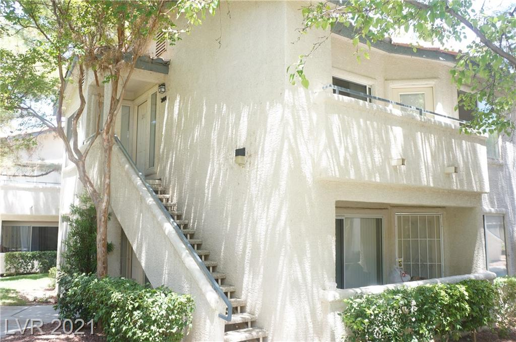 ADORABLE ONE BEDROOM UNIT READY FOR MOVE IN!!!!  WONDERFUL GATED COMMUNITY WITH POOL, SPA, COMMUNITY CENTER AND FITNESS ROOM.  LARGE BEDROOM WITH WALKIN CLOSETS AND DOUBLE VANITY SINK. KITCHEN OPEN TO FAMILY ROOM WITH TONS OF LIGHT AND BALCONY. WASHER, DRYER AND FRIDGE INCLUDED.  THIS PROPERTY WONT LAST. A MUST SEE!!!