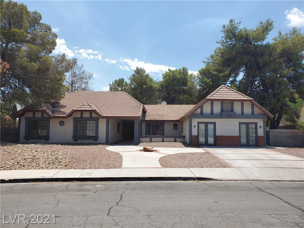 Built as a model the home is a diamond in the rough. Well taken care of ready for you imagination. 1/3 Acre lot is Henderson almost unheard of. Did we mention NO HOA Priced to sell.