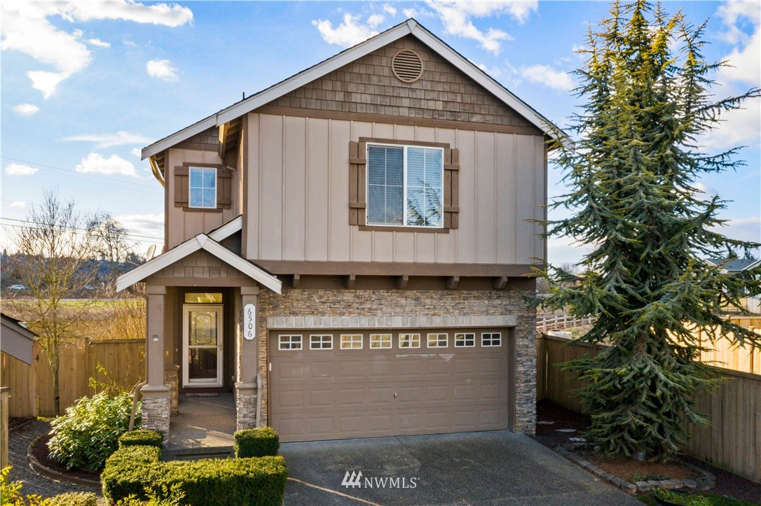 Beautiful Saddle Creek resale on one of the largest lots in community!!  This move-in ready home features 3 large bedroom with loft area and has over 1900ft of living space all on a 5588ft fully fenced lot.  Hardwood entry leads you to large family room with eat in kitchen, beautiful cabinets, stainless appliances and large bar seating.  Family room with cozy, gas fireplace and dining area off of kitchen.  Upstairs is the large master with gorgeous 5 pc master bath, fully tiled shower, jetted tub and walkin closet.  Two additional bedrooms are large in size and feature walk-in closets as well.  Loft area allows for multiple uses.  This home will sell quick!!