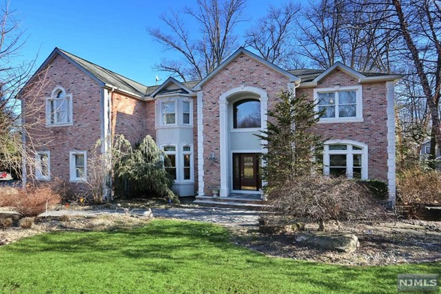 42 Berkshire Road, Woodcliff Lake, NJ 07677
