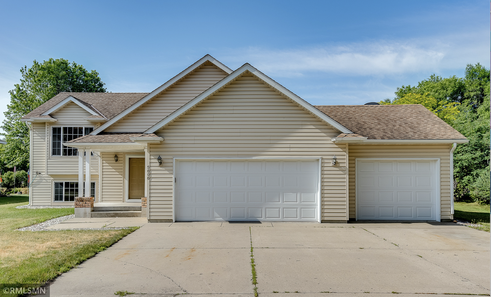 Welcome Home to this one owner beautifully maintained home. Situated on an oversized lot. Move in ready, close to dining, shopping, parks and more! This home is a MUST SEE!