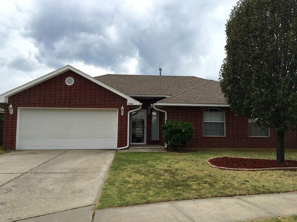 Great home on a cul-de-sac ready for immediate move in.  Open floor plan.  Pets welcome, no breed restrictions.  Call/text today for a tour. Independently verify schools.