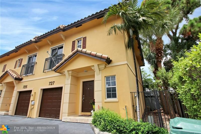 Fantastic opportunity to own a corner-unit updated townhome in the heart of up-and-coming Oakland Park! Located in the boutique development of Parktown Villas, this property boasts a one car garage, updated kitchen with granite tops, brand new black stainless steel appliances, tile flooring throughout the ground floor and laminate wood upstairs, large master bathroom with dual sinks and granite tops, walk-in closets and a small private deck in the back for grilling. Unbeatable location within minutes of shopping, dining, entertainment, Wilton Manors and the beaches!