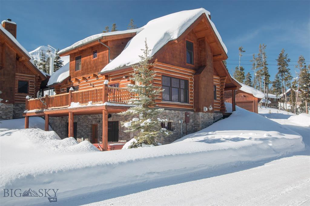 Stunning panoramic views and direct access to the White Otter ski trail make this immaculate 4