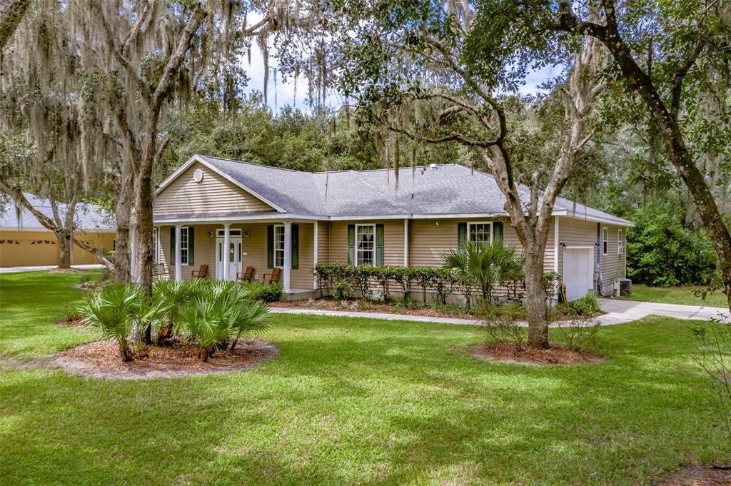 18908 Adams Country Way, Lutz, FL 33559