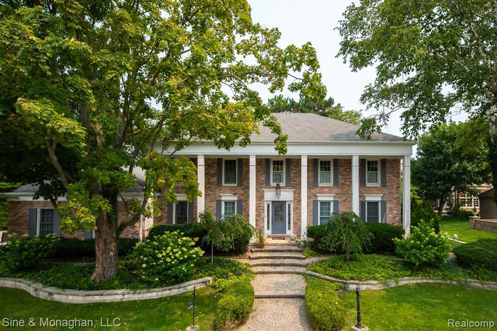 DON'T MISS THIS STATELY COLONIAL ON SOUGHT AFTER CUL DE SAC. JUST ONE HOME OFF OF LAKESHORE.  STEPS AWAY FROM THE GPYC & GP SHORES PARK W/MARINA, POOL, SPLASH PAD, TENNIS, & MUCH MORE.  LARGE ROOMS INCLUDING KITCHEN CONNECTED TO THE 30X14 FAMILYROOM W/PLENTY OF LIGHT OVERLOOKING THE 3 TIERED BRICK PAVER PATIO - 3 NEWER DOORWALLS W/VIEWS OF THE LAKE & MATURE LANDSCAPING.  A FORMAL DINING ROOM & LIVING ROOM W/TALL WINDOWS ADD TO THE ENTERTAINMENT EASE.  THE BEAUTIFUL WOOD PANELED LIBRARY W/FRENCH DOORS OFF OF THE 14X13 MARBLE FOYER INVITES YOU TO READ YOUR FAVORITE BOOK OR HAVE AN IMPORTANT CONVERSATION.  AS YOU WALK UP THE STAIRS YOU ENTER A MASTER BEDROOM SUITE OVERLOOKING THE LAKE.  LARGE WALK IN CLOSET OR LIBRARY & MASTER BATH.  3 OTHER BEDROOMS & 2 MORE FULL BATHS COMPLETE THIS LOVELY HOME W/CROWN MOLDINGS & GREAT TRADITIONAL ARCHITECTURE.  THE BASEMENT IS COMPLETELY FINISHED W/CARPET, HALF BATH, LARGE ENTERTAINMENT AREA, INCLUDING A BAR, WINE CELLAR, WORK OUT ROOM & WORKSHOP.