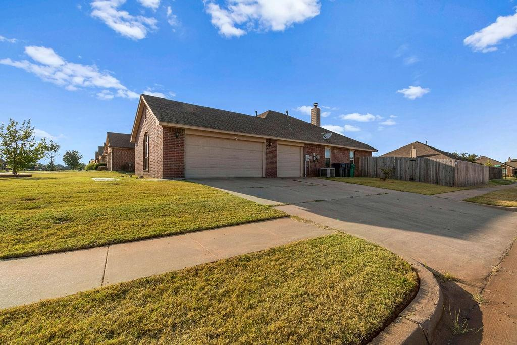 Looking for a corner lot in a quiet Edmond neighborhood? Welcome home! This one is move in ready with new flooring, new water heater, new fencing, fresh paint, nice sized backyard, and 3 car garage. Don't miss out, schedule your showing today! Ring doorbell and security cameras are reserved