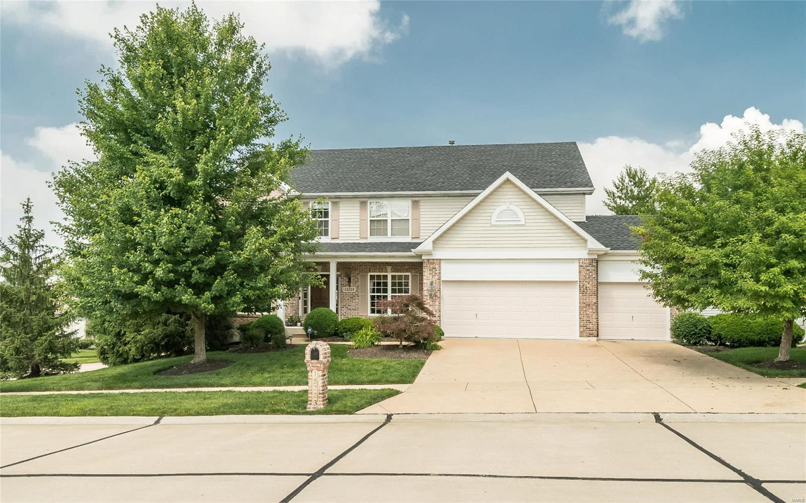 15223 Brightfield Manor Drive, Chesterfield, MO 63017