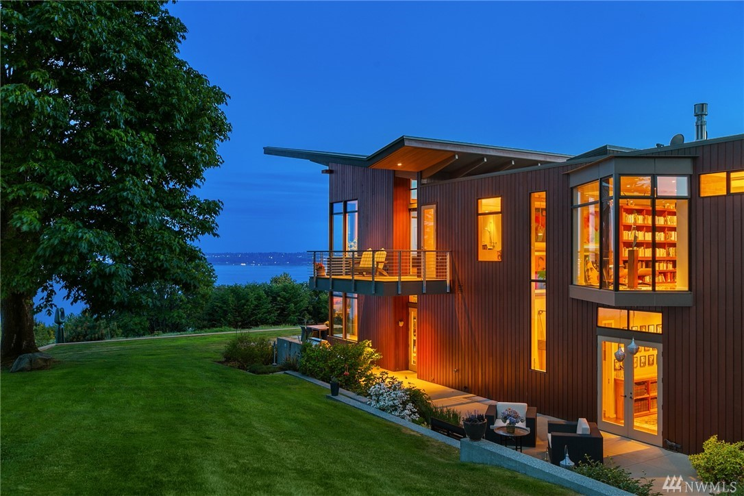 One of the most architecturally significant and integrated residences available in the region. Overlooking the Puget Sound as well as Mt. Rainier, a collaboration between the art collector-owner & Rick Sundberg during his tenure at Olson Sundberg Kundig Allen. The property is designed to bring the outside in while masterfully interacting w/ its native surroundings. A soothing enclave of cedar, raw steel, bronze, concrete & glass. Gated/private, two 5-acre tax parcels, includes four stall barn.
