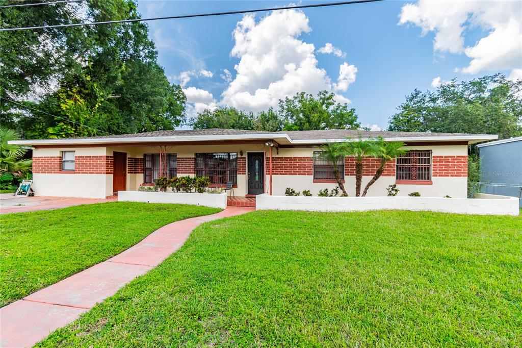 This gorgeous ranch style home in West Tampa Heights is a must see! Only a 9 minute drive to downtown Tampa.  A 6 minute drive to Tampa's Riverwalk, Armature Works, and Waterworks Park.  And only a 2 minute walk to the Hillsborough River.  This lovely family home features a LARGE extended owner's suite, 2 guest bedrooms, large bonus room (that can be used as a third guest bedroom), 2 bathrooms, a large family room, and a spacious living room.  The owner's suite features a large sitting area, with desk space to work from home, walk-in closet, en suite bathroom with a jacuzzi tub, separate walk-in shower, and a partial view of the Hillsborough River.  The lovely eat-in kitchen features new kitchen appliances, and if that weren't enough, the property also features a fenced DOUBLE LOT, with NO CDD, and NO HOA!! Whether you're an investor looking for a lot near the river to build new construction, or a family looking for your Tampa dream home, you're going to fall in love with this property. Sold as-is! Schedule a showing and make an offer!