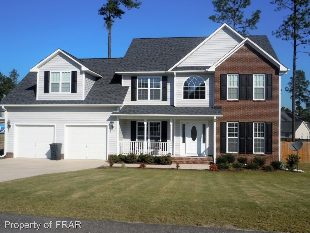 -Beautiful 3 bedroom 2.5 bathroom Two story home with new carpet throughout (Dec 2018) features double garage, greatroom with fireplace, eat in kitchen with breakfast nook, formal dining room and finished bonus room with additional flex space that can be used as 4 the bedroom, with an office or nursery. Master suite features walk in closet,his and her sink, jetted tub and separate shower. Laundry room and large privacy fenced backyard.