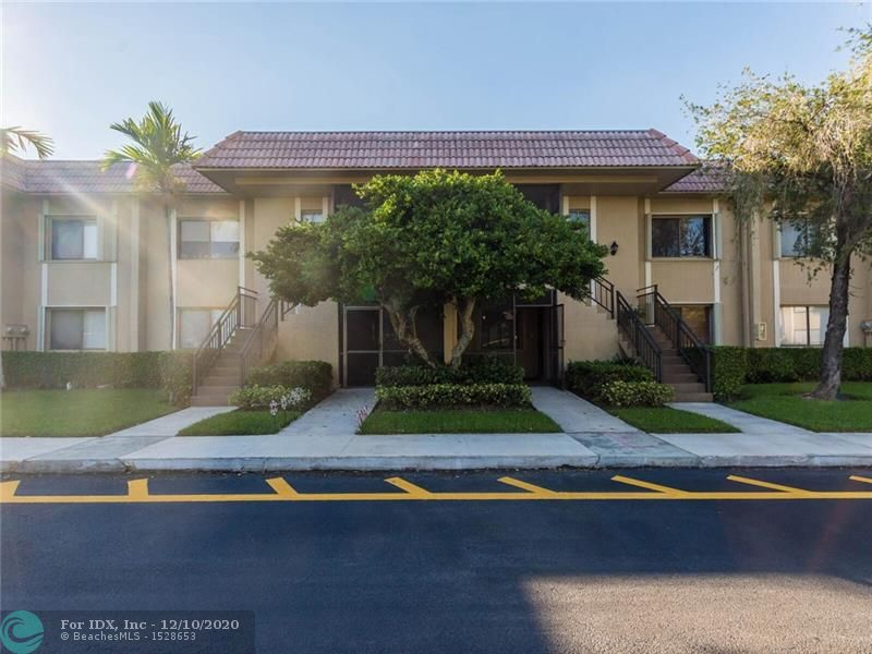 ***REDUCED***BEAUTIFUL 2BED 2BATH IN WESTON, UPDATED KITCHEN WITH GRANITE COUNTER TOPS, STAINLESS STEEL APPLIANCES, LAMINATE FLOORING ALL OVER, WASHER DRYER INSIDE THE UNIT. PLENTY OF STORAGE, CLOSE TO SHOPPING. A- RATED SCHOOLS. CLOSE TO BONAVENTURE COUNTRY CLUB, MARKHAM PARK. AS THE OWNER YOU WILL HAVE ACESS TO BONAVENTURE TOWN CENTER CLUB WITH POOL, BOWLING, TENNIS, GYM AND MANY SOCIAL EVENTS EXCLUSIVE TO YOUR COMMUNITY. LOW HOA NEIGHBORHOOD. HOA INCLUDES WATER, ROOF AND GARBAGE COLLECTION.