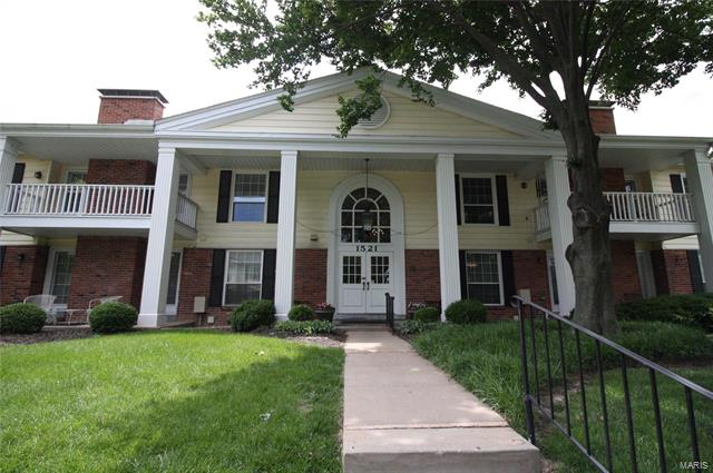 1521 Hedgeford Drive, Chesterfield, MO 63017