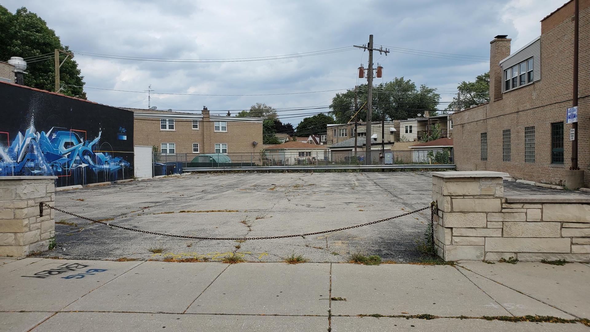 5685 N Lincoln Avenue, Chicago, IL 60659