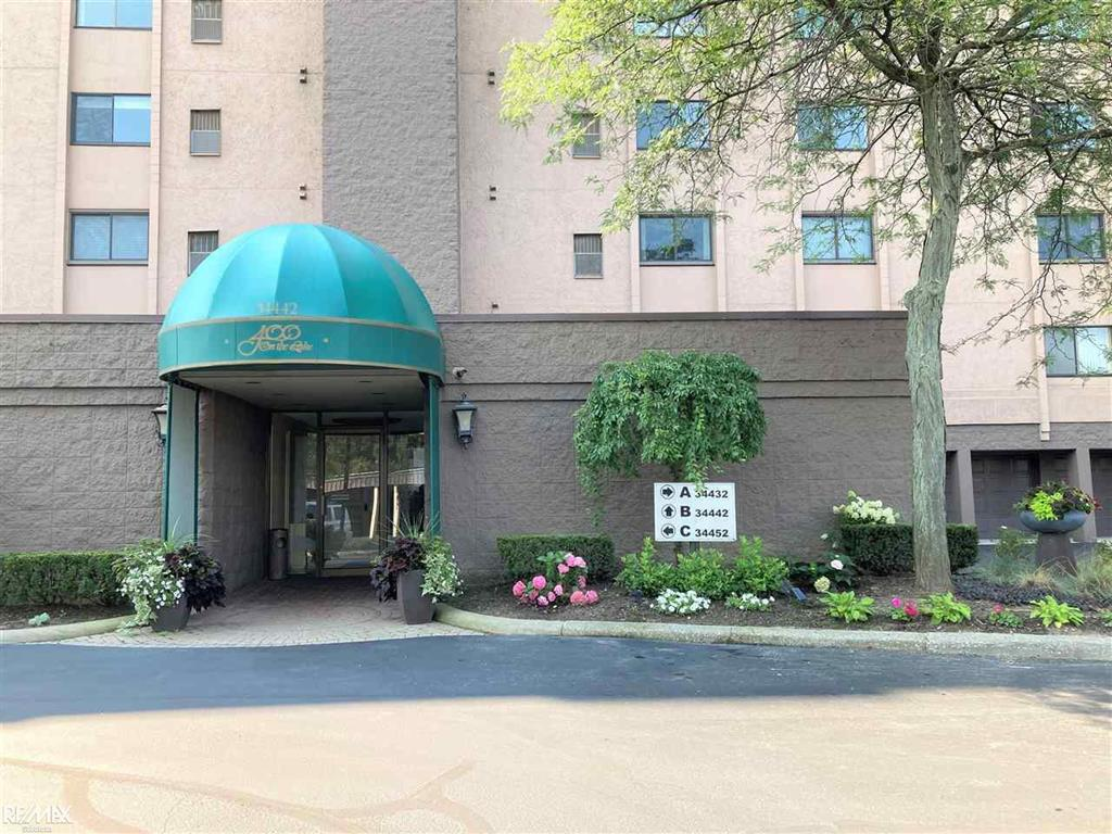 IMMEDIATE OCCUPANCY AT 400 ON THE LAKE! SPECTACULAR LAKEFRONT COMMUNITY WITH BEAUTIFUL VIEWS OF LAKE ST. CLAIR FROM EVERY WINDOW! THIS UNIT HAS BEEN LOVED AND CARED FOR BY THE ORIGINAL OWNER & INCLUDES A BOAT SLIP! UPDATES INCLUDE: A/C (2010), FURNACE (2004), HWH (2006). LARGE LIVING AREA INCLUDES WET BAR, DINING ROOM, LARGE KITCHEN WITH BREAKFAST NOOK & PANTRY, UTILITY ROOM, MASTER SUITE HAS FULL BATH WITH SHOWER & WIC, 2ND BEDROOM HAS WIC, 2ND FULL BATH WITH TUB, LIBRARY AREA COULD BE CONVERTED INTO 3RD BEDROOM, LARGE BALCONY, LOTS OF CLOSETS, SECURED STORAGE ROOM IN HEATED GARAGE, TENNIS COURTS, CLUBHOUSE & POOL, HOA INCLUDES WATER, CLOSE TO DINING, SHOPPING & EXPRESSWAYS!