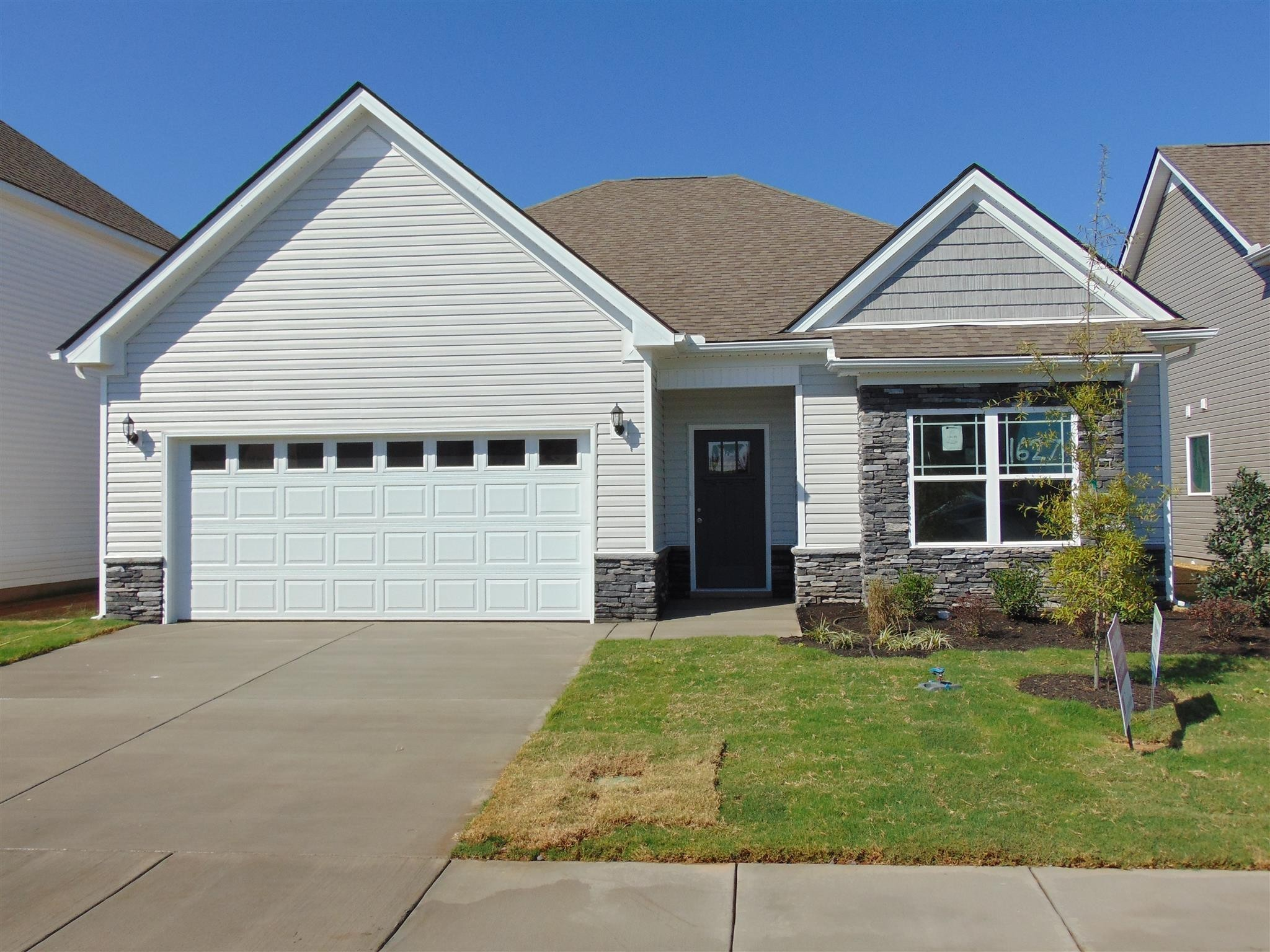 WOW NEW -Ranch with Glamour Bath, Double Vanity, Open Floor Plan, Laminate in Foyer, Kitchen, and Breakfast. Granite in Kitchen. Stainless Steel Appliances in Kitchen. Trey Ceiling in Owners Suite. 2 car garage.