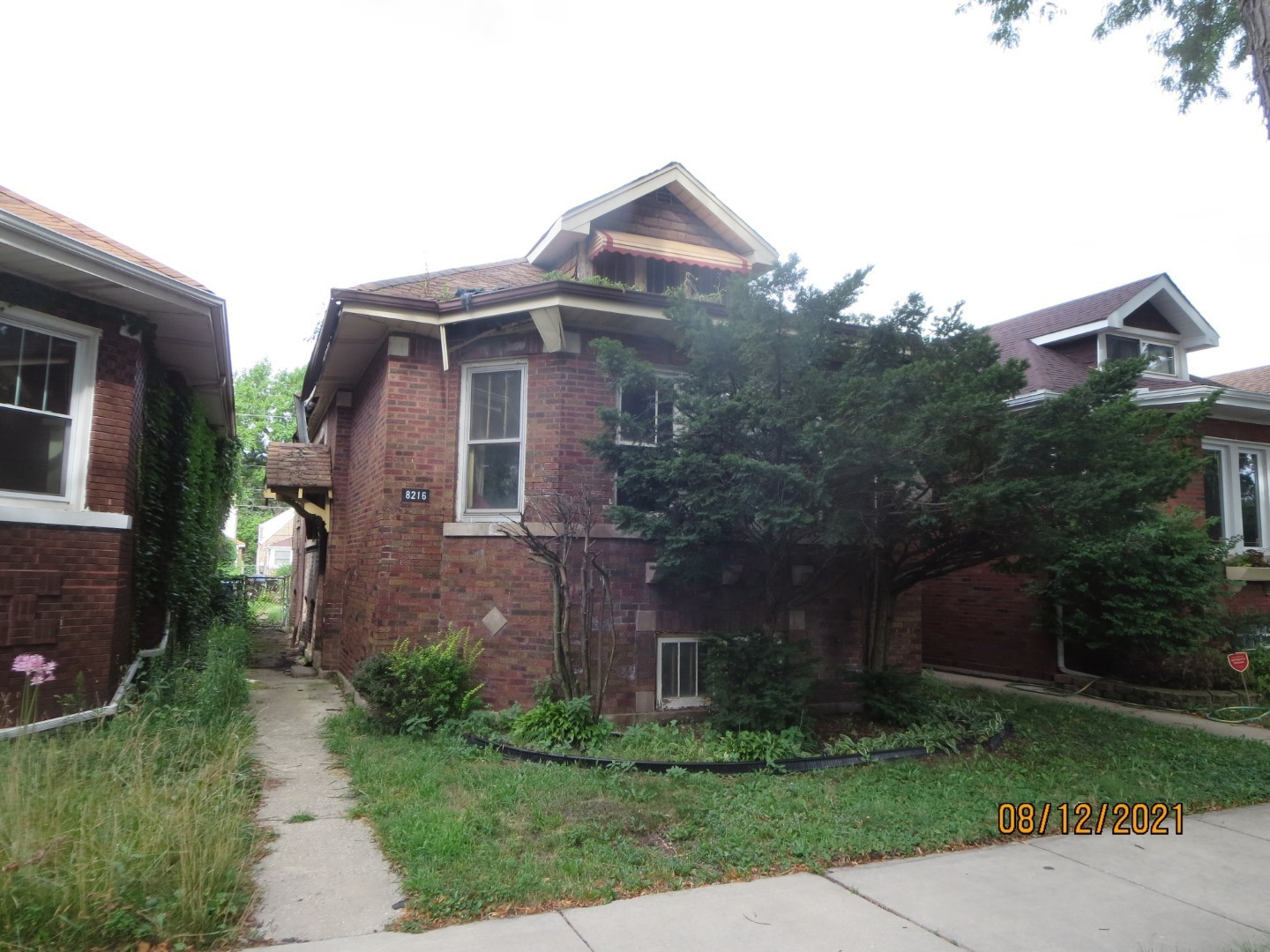 TOTAL REHAB NEEDED TO RESTORE THIS BEAUTIFUL BRICK BUNGALOW.  AS-IS SALE, NOT BANK OWNED.  THIS HOME HAS A LOT OF POTENTIAL BUT CONDITION IS VERY POOR.  PLEASE NOTE: 0% TAX PRORATIONS ARE OFFERED, THE SELLER WILL PAY CURRENT AND ALL PRIOR TAX BUT 0% CREDIT FOR FUTURE BILLS.  SPECIAL WARRANTY DEED AT CLOSING. NO SURVEY.  FOR FASTER RESPONSE PLEASE USE SELLERS CONTRACT, ADDENDUM AND DISCLOSURES UNDER DOCUMENTS.