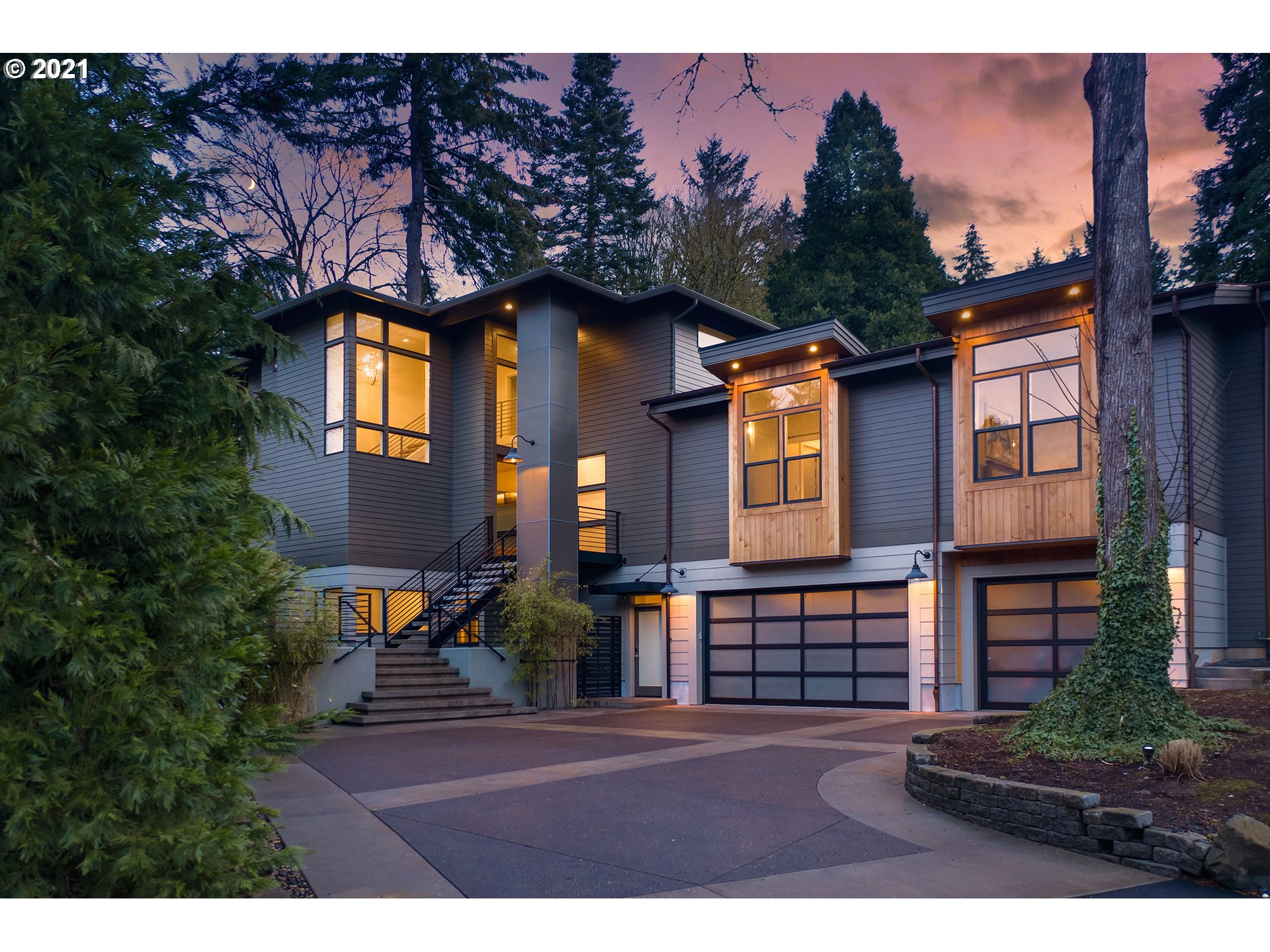 Exquisite custom-built modern masterpiece by award-winning Exceptional Homes by Andre in LO's Uplands neighborhood. Designed to be light-filled & perfectly suited for entertaining & casually elegant living. Lavish features - Ann Sacks tile, stunning light fixtures & epic HEOS sound system throughout. Luxurious main floor master suite. Fenced yard with covered patio & fire perfect for all seasons. Steps from Springbrook City Park, 5 min from LO schools & downtown. Access to Uplands easement