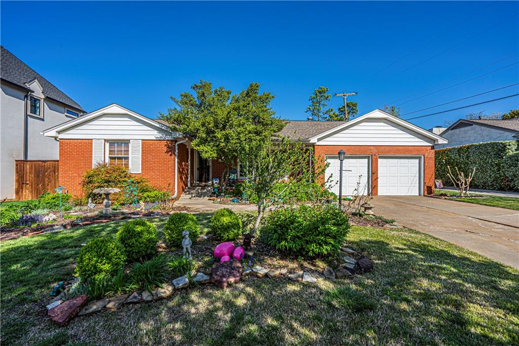 Just around the corner from Oklahoma City Golf and Country Club, this location allows you to enjoy all that downtown Nichols Hills has to offer.  Stroll the parks of Nichols Hills or bike to Trader Joes or Whole Foods.  Perfect location for new build.