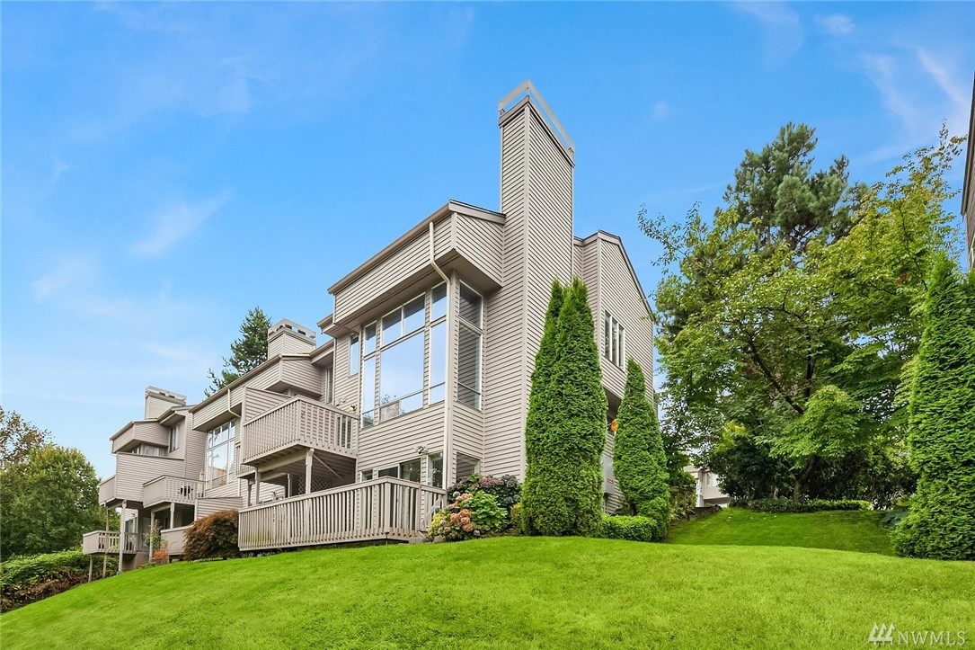 Mordern architecture radiates from this 3 Bed/3.5 bah townhome w/mountain views. Living space boast 20ft ceiling. Master suite w/ vaulted ceiling & 5 piece bath w/jetted tub. Versatile basement (1Bed/1Bath/Kitchen/Laundry/seperate entrance) is pefect for MIL (was used as rental, $1,750/m+utility). Current dinning area can be possibly converted to the 4th bedroom. Addtional dinning space is available next to the kitchen. Home is pre-inspected. Close to downtown Redmond and minutes to Microsoft.