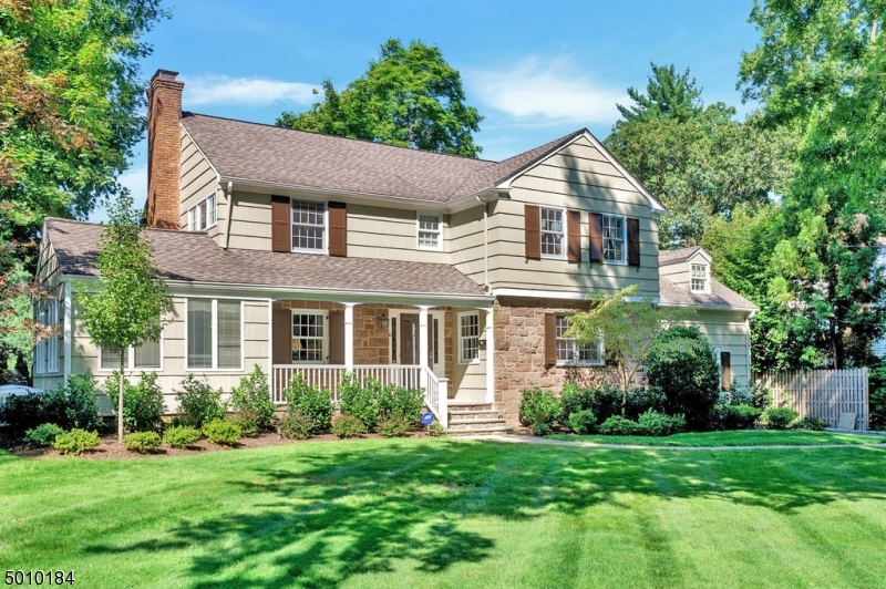 Beautiful center hall colonial in desirable Woodland Park neighborhood just blocks to top-ranked Franklin Elementary School. Renovated in 2015, custom, eat-in Kitchen-Great Room includes large center island, vaulted ceilings, Thermador appliances, walk-in pantry, Sonos system, dry bar with beverage fridge & mudrm with fitted storage. 1st fl complete with fireside living rm, dining rm & family rm with custom built-ins.  Master suite has 2 walk-in closets, jetted tub, double vanity & stall shower.  3 add'l generously-sized bedrms on the 2nd floor each with en-suite full baths. Lower level with rec rm, play rm, laundry rm & gym. Rear stone patio & level rear yard with custom treehouse. HVAC & hot water heater replaced 2018. Move-in ready!