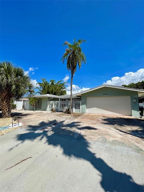 4315 Royal Palm Drive, Bradenton, FL 34210