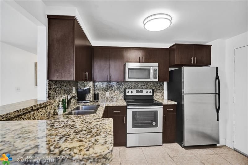 Beautifully Renovated Corner Unit Condo in a Very Well-Maintained Building. New Engineered Hardwood Flooring. Updated Kitchen w/ Breakfast Bar & SS Appliances. Newer A/C Unit & Window Treatments. Plenty of Light Throughout Entire Unit w/ Private Wraparound Balcony that Offers a Great Place to Enjoy the Beautiful Florida Weather. Walk-In Closet in the Master Bedroom & Plenty of Storage. The Building is Conveniently Located within a Few Short Minutes of Downtown Ft Lauderdale, Las Olas Blvd, FTL Airport, & the Beach! Property Includes Heated Pool, Tennis Court, Fitness Facility, Community Room, Laundry Facility, On-Site Parking & Saunas! Less then 3 Minute Walk to LA Fitness, Publix Grocery Store, Dunkin Donuts, & Several Waterfront Dining Spots! Live Everyday Like You Are on Vacation!