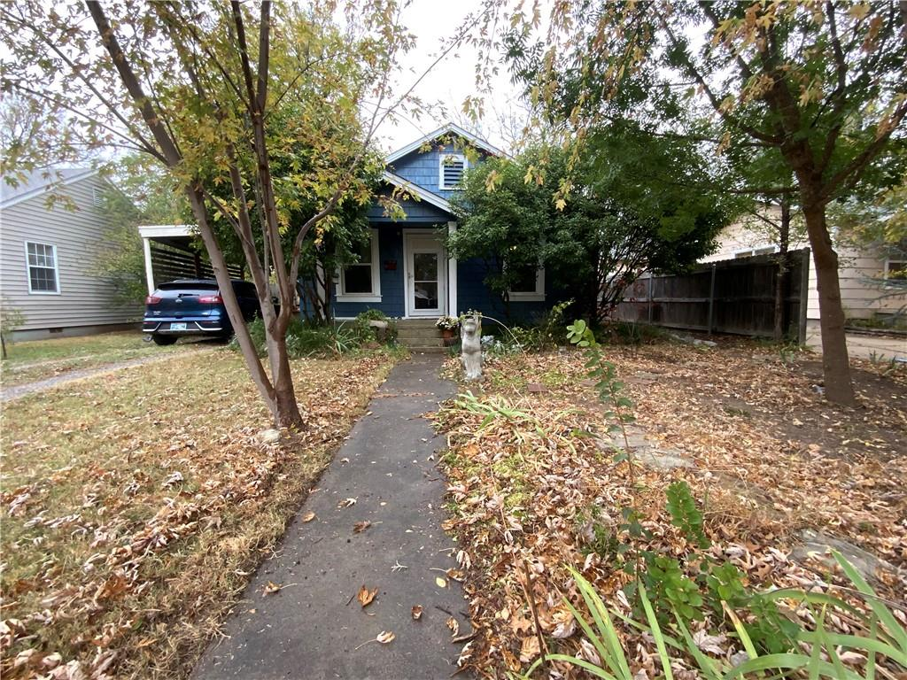 Easy to show. Cozy bungalow near downtown Norman and campus.