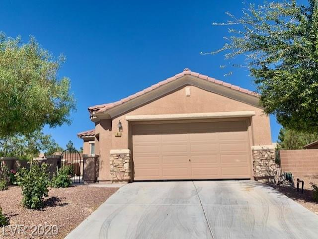 Welcome home!! Beautiful well maintained one-story home near Aliante Hotel and Casino.