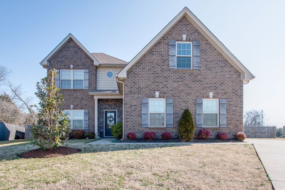 The Perfect Fit! You don't wanna miss this one! Home Features: Fireplace, Hardwoods throughout Main, Owner's Suite down w/Large Walk-In Closet, 2 BR's up w/ Large Walk-In Closets, Large Bonus Room up (Bar area to remain), Fenced Back-yard, Side-Entry Garage, Cul-de-sac Living, Near Everything!