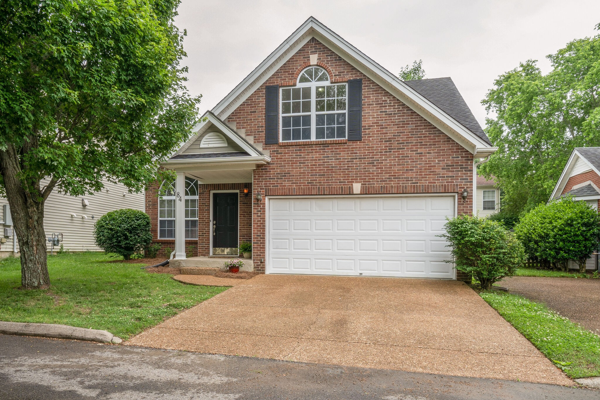 Great 2-story house in popular Fieldstone Farms located in beautiful Franklin. Nice floor plan, new paint, refinished hardwoods in kitchen & dining room. Primary bedroom down, 2 bedrooms, utility room & large bonus room up. Fenced back yard, 2-car garage, cul-de-sac location.