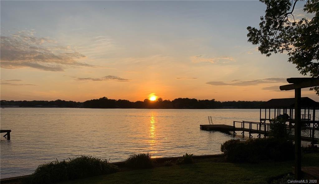 138 Lakefront Drive, Mooresville, NC 28117