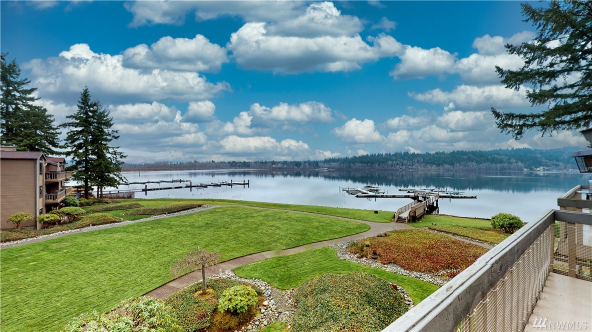 The best NW has to offer. DEEDED MOORAGE. DOCK SLIP. Bring Your Boat. Gated community and lake-front living with gorgeous views of Lake Samm. Updated unit w/ unobstructed lake view from all the rooms, vaulted living room w/stone gas FP, chef's kitchen w/granite countertops, SS appliances, fresh paint, beautiful hardwood floors are some of the highlights! Expansive master suite w/ attached full bath and walk-in closet. 2 other bedrooms w/ bath. Community amenities. Commuters Dream! 1 yr warranty.
