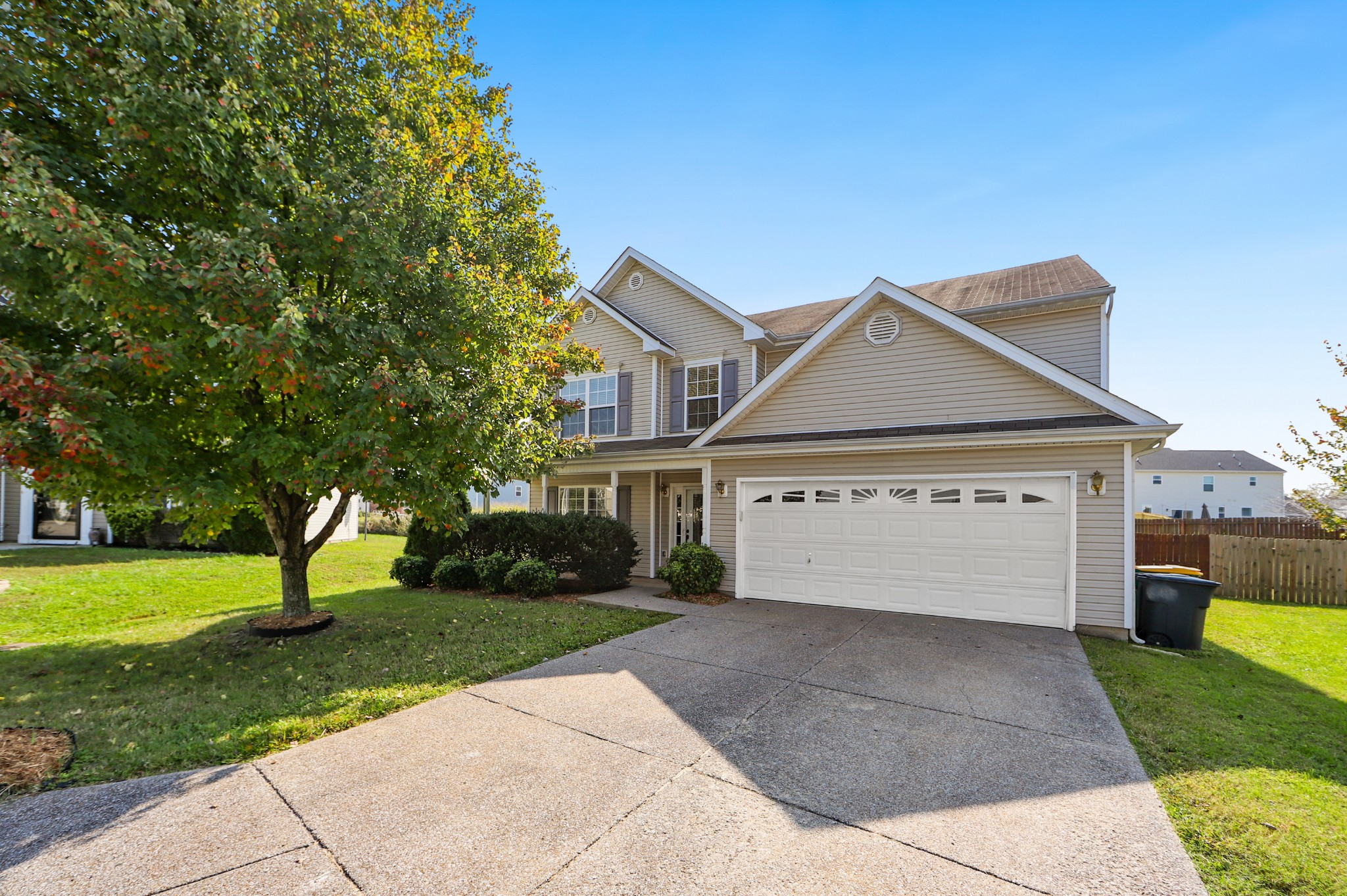 Location! 4 BR + office in the heart of Spring Hill! Cul-de-sac w/ large, Fenced yard. Brand New carpet, 2 Fireplaces (gas), huge master bedroom w/ upgrade bath & spacious closet! Cherry -to ceiling -kitchen cabinets, appliances remain. Garage has attic storage.