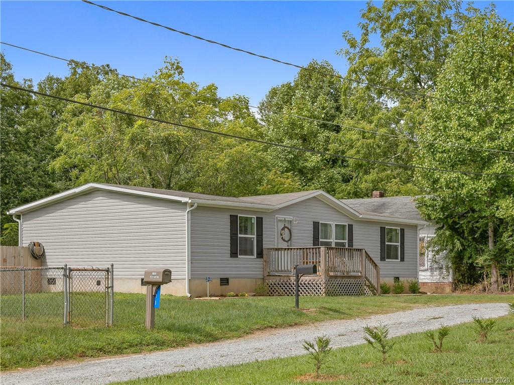 Cute as a button 3 bedroom / 2 bath home. Built in 2016 and still feels new. You will love the split floorplan and level back yard. Fully fenced in gives a great private feel. Minutes to shopping you will love the convenience of this location.