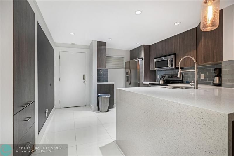 Beautiful renovation of this 2 bed / 2 bath condo in Olivewood!  Fully renovated kitchen, with quartz countertops, glass back splash, stainless steel appliances, impact doors and windows, recessed lighting and porcelain floors. the light and bright master suite has a clean modern spa like bathroom and large walk in closet.  Washer and Dryer in unit!  Great screened porch off the living space is perfect for relaxing with morning coffee or a glass of wine in the evening!  Only 1 mile to Wilton Drive's nightlife and less than 2 miles to the ocean.  Be sure to check out the 3D tour link.
