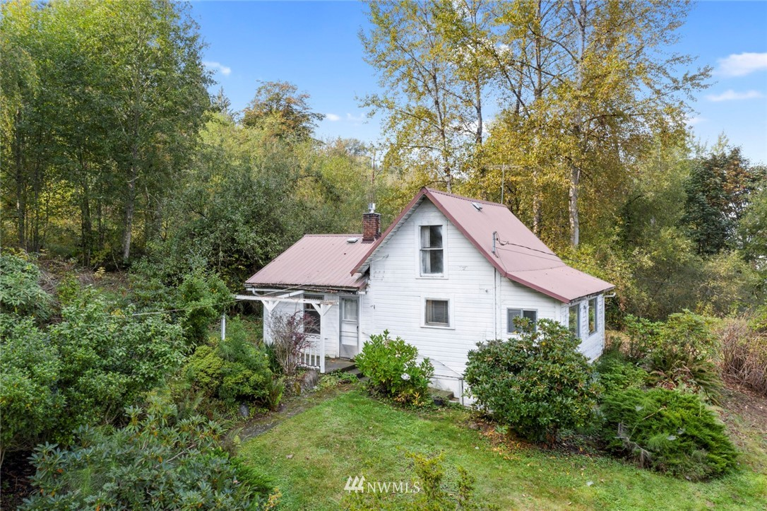 Opportunity awaits! Restore the existing home to its classic beauty or bring your vision and start a new. Territorial views with a large lot. Home has original hardwood floors and a metal roof. Property extends across W Snoqualmie Valley Rd NE and comes complete with a quintessential red barn. Property has been in the same family since the 1920's.