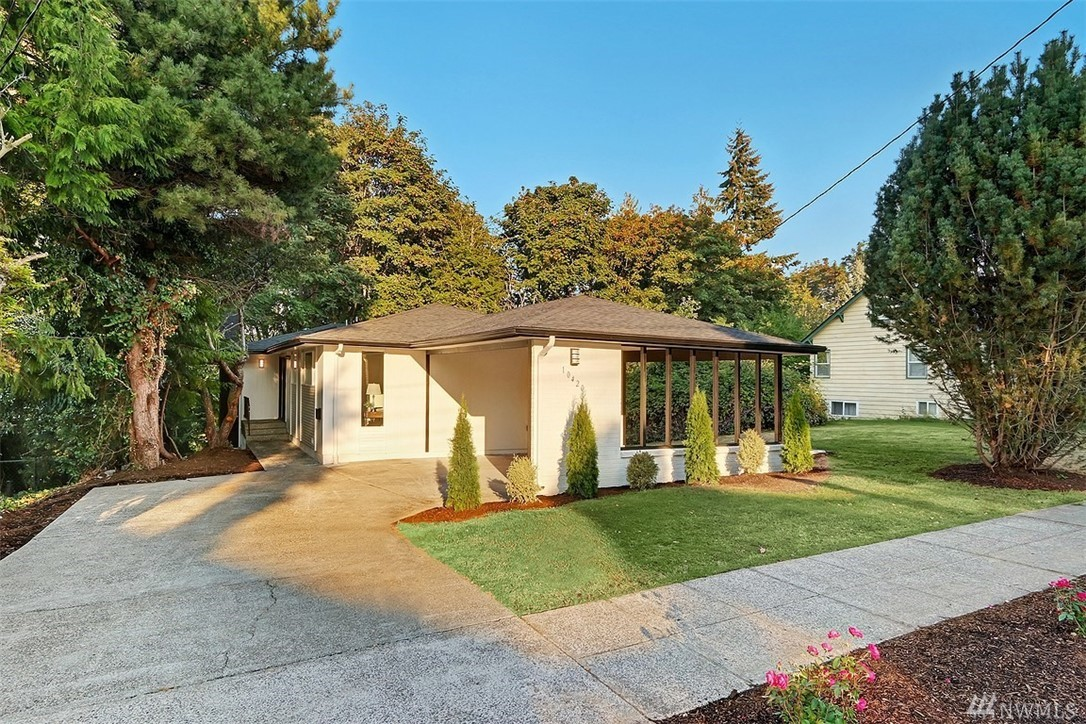 Remodeled home tucked against the lush Horse Canyon in sought after Lakeridge neighborhood. Open living w floor-to-ceiling tiled fp, kitchen w all new finishes & SS appliances, dining rm, banks of windows & double doors to back deck. Master on main w ensuite ¾ BA - all new. 2 add'l BD & full BA on main. LL lives large w flex space & bonus w separate entry. Huge laundry room, full BA & 2 generous BD. New roof, furnace, HWH, windows, floors & more! Trails, eateries, light rail, easy commute to DT!