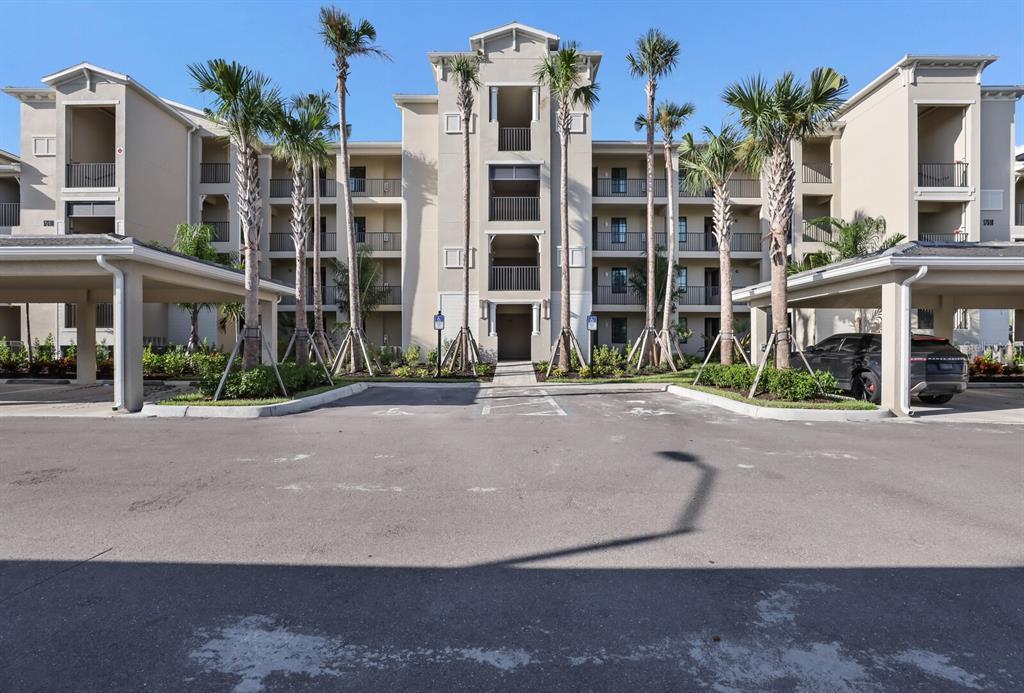 18008 Gawthrop Drive 403, Lakewood Ranch, FL 34211
