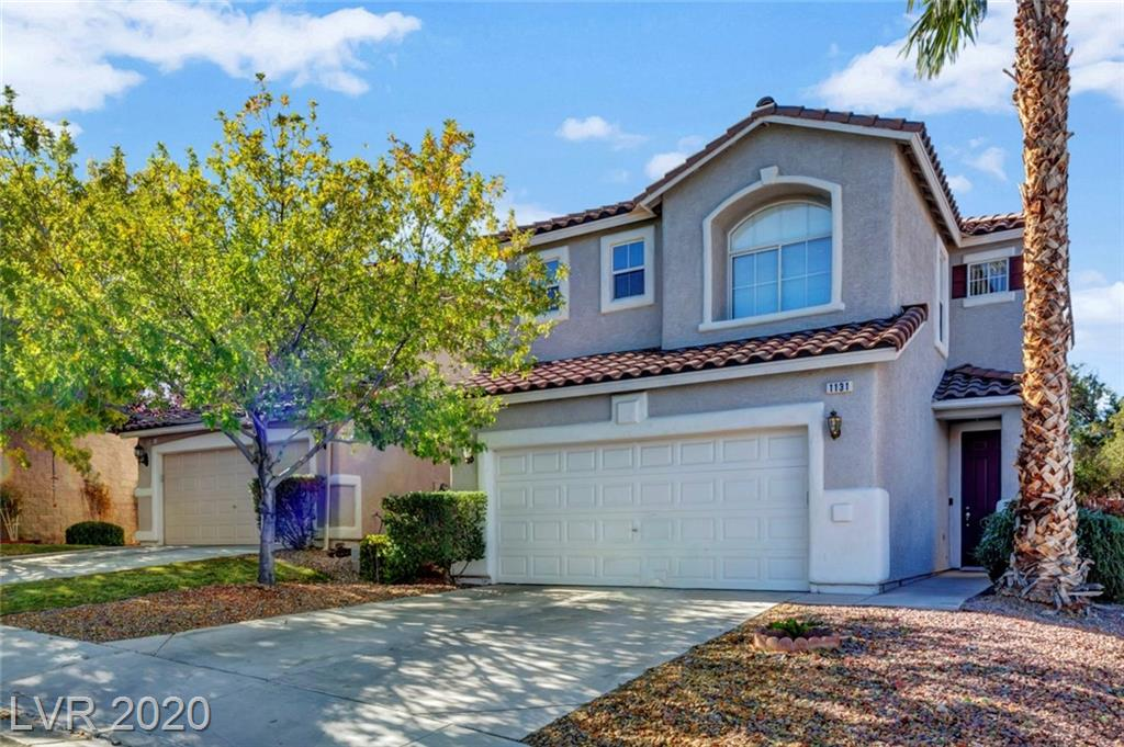 Amazing Opportunity to Live in the Luxury of Seven Hills without Breaking the Bank!! Lovely Home in Gated Community with Pool, Great Floorplan Ready to Be Lived In!!