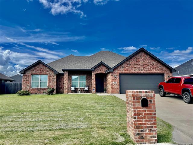 This newly built 3/2/2 home sits in an established addition in Durant. Split bedroom design, granite counter tops, and fully fenced.