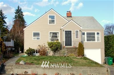4 bed 2 baths MANETTE VIEW home. W&D $1400 month + deposit $1300. small pet negotiable, Level yard partially fenced. New vinyl windows. 1 car garage, huge basement area and extra room on upper level.