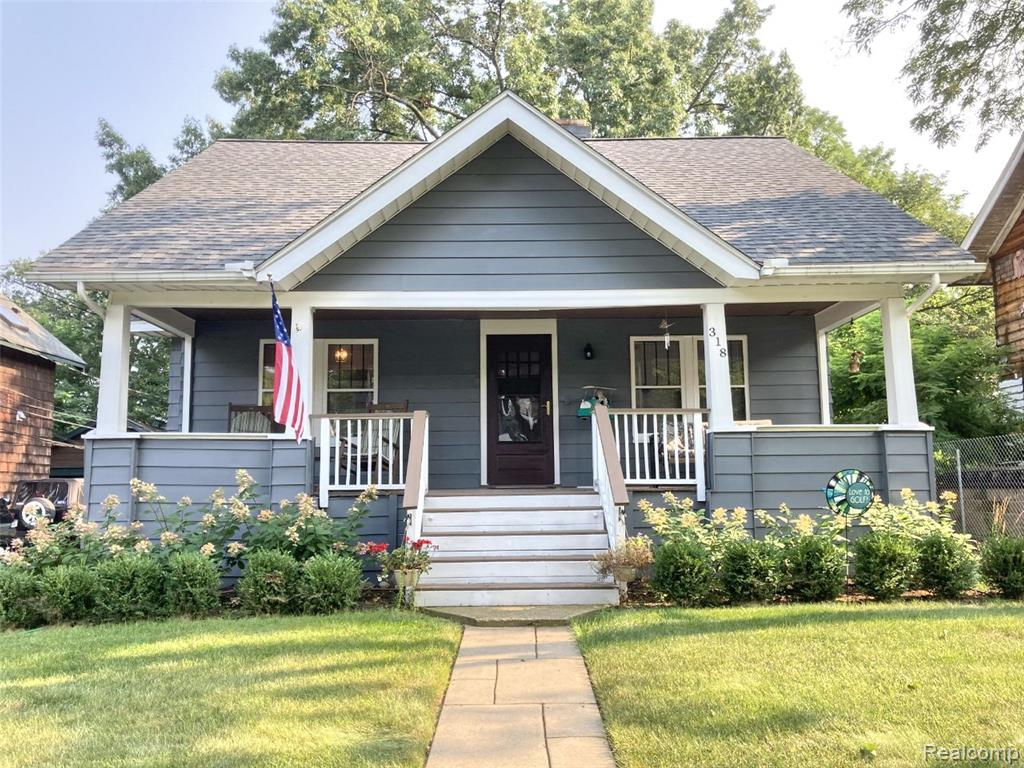 Fantastic 3 bedroom 2 bath Craftsman bungalow with beautiful extra deep lot. Located on a premiere street just steps away from parks and one block from downtown RO restaurants, movie theaters, shopping, etc. All 3 bedrooms have exceptionally large closets. Master can be on the first or second floor. New roof in 2018 with gutter guard. Home offers a covered front porch as well as a large back deck. Garage has attached shed that opens to the backyard. Exceptional value. This one won't last long.