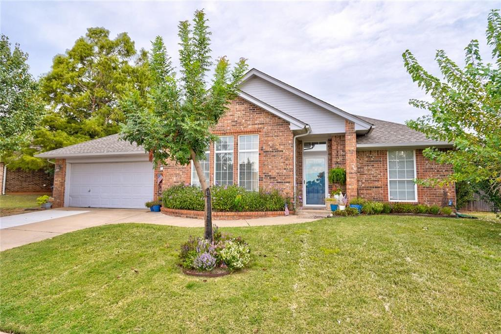 """TAKE ME! I'M YOURS! This is an awesome 3 bed, 2 bath, 2 dining home. This home has beautiful stained concrete floors, huge master bedroom with large walk-in closet, 2"""" wood blinds through out, crown molding, all spacious rooms, large backyard and covered patio. Come take a look!"""