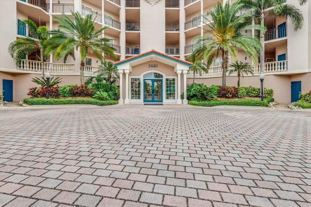 5440 Eagles Point Circle 301, Sarasota, FL 34231