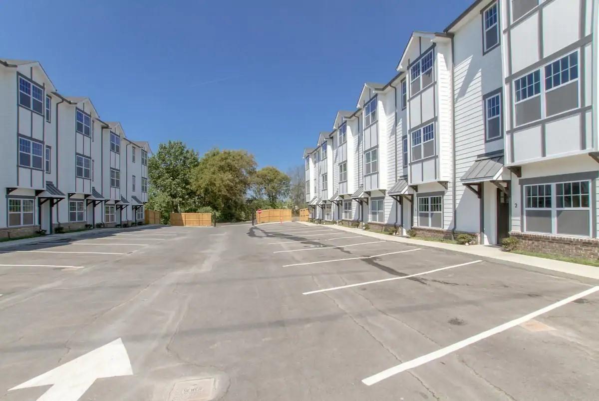 6511 Robertson Ave 5