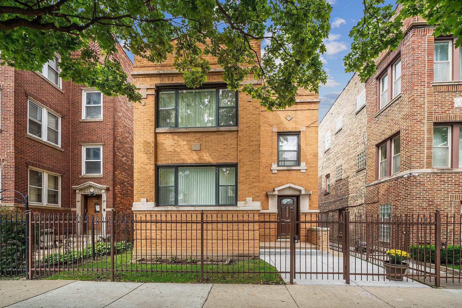 5542 W Congress Parkway, Chicago, IL 60644